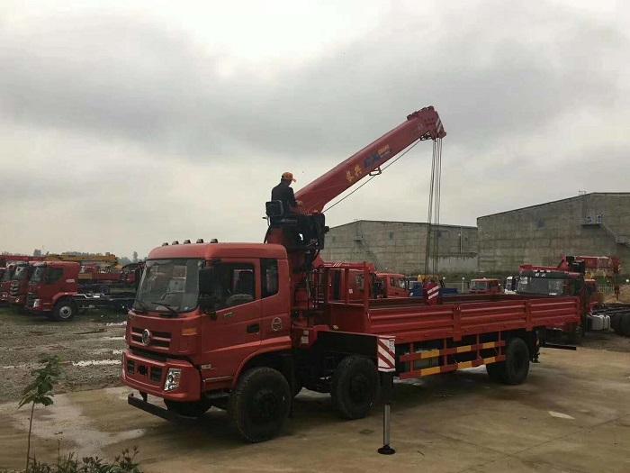 东风御虎小三轴长兴12吨随车吊